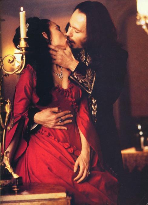 Dracula es el mito de beber la sangre por placer